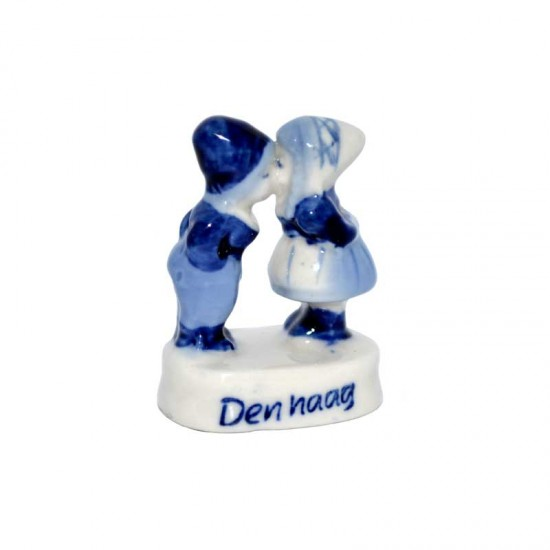 Mini kissing couple delft blue the hague