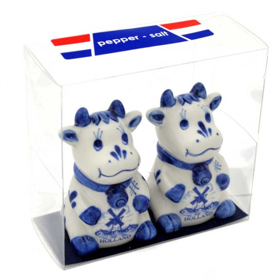 Pepper and salt set delft blue cow in Holland windmill