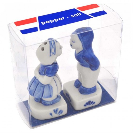 Salt and pepper set delft blue kissing couple typical dutch