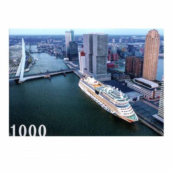 Legpuzzel van het cruiseschip aida in de cruiseterminal in rotterdam