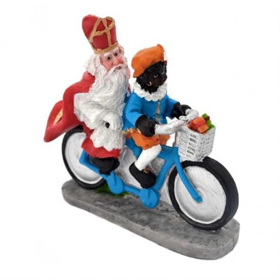 Figur sankt nikolaus und piet auf tandem fahrrad