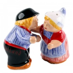 SALT-AND-PEPPER SET CUDDLING MAN AND WIFE COLOR