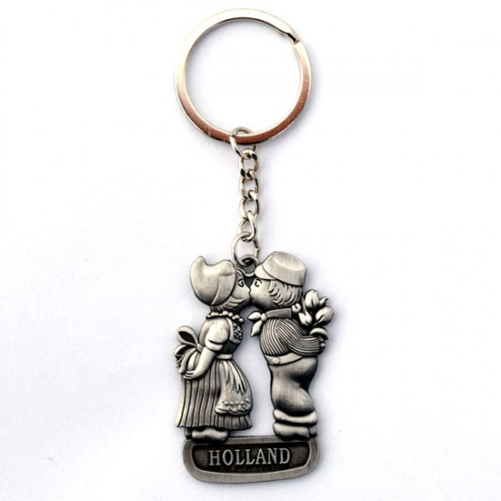 KEY RING KISSING COUPLE HOLLAND TIN