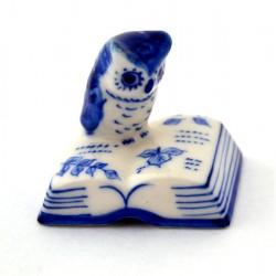 DELFT BLUE MINIATURE OWL READS BOOK