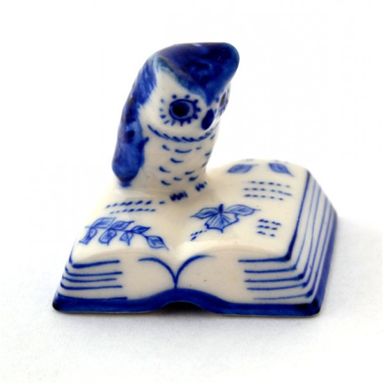 DELFT BLUE MINIATURE OWL READS BOOK
