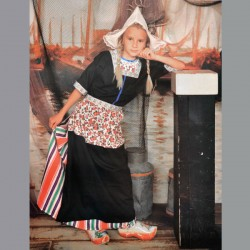 HOLLAND COSTUME GIRL VOLENDAM