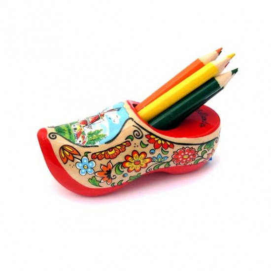 WOODEN SHOE WITH CRAYONS AND SHARPENER 10 CM