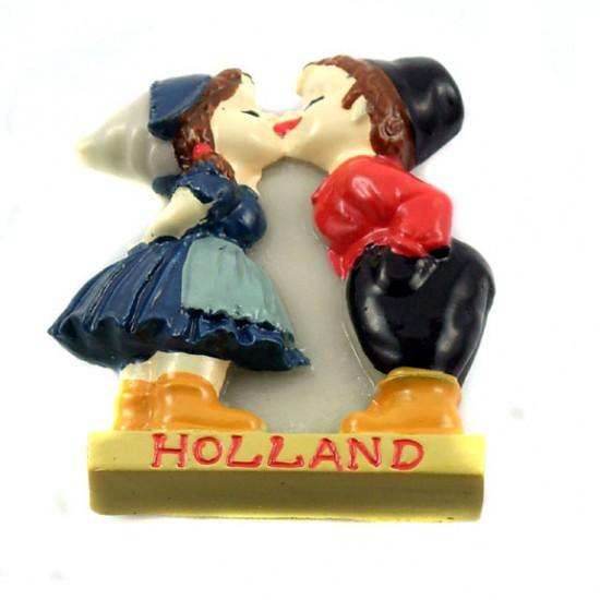 Fridge magnet kissing couple holland color polystone 5 cm