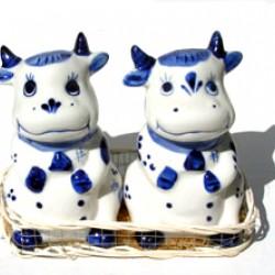 PEPPER AND SALT SET-DELFT BLUE COW IN BASKET