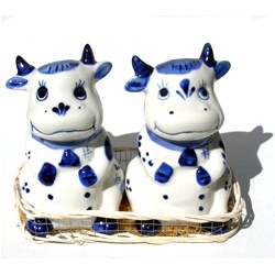 PEPPER AND SALT SET-DELFT BLUE COW IN BASKET
