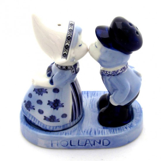 Pepper and salt shaker delft blue kissing couple on plateau 11 c