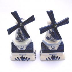SALT AND PEPPER SHAKERS WINDMILL DELFT BLUE