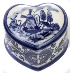 PILLS BOX / JEWELRY BOX DELFT BLUE HEART SHAPE 5.5 X 6 CM