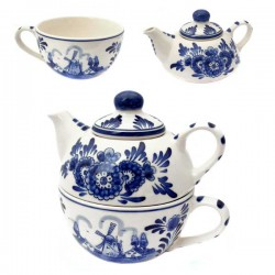 DELFT BLUE TEAPOT ON CUP